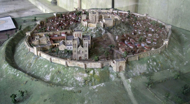 https://upload.wikimedia.org/wikipedia/commons/thumb/d/da/Old_Sarum_Model_from_West.jpg/1920px-Old_Sarum_Model_from_West.jpg